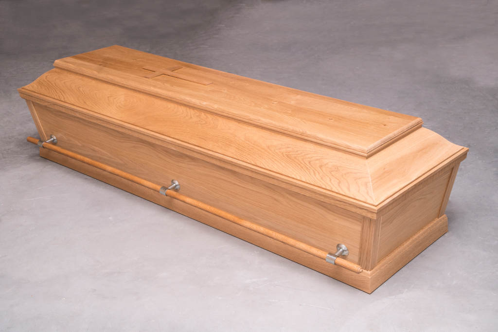 Begravelseskiste af egetræ med bærestænger