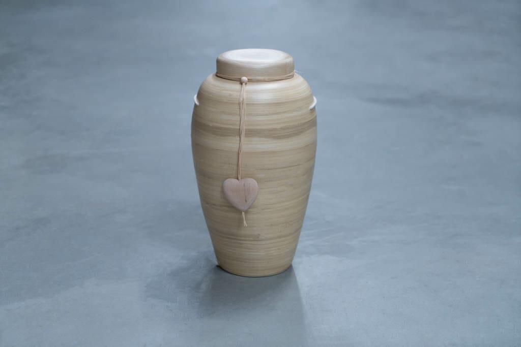 Bambus urne med hjerte